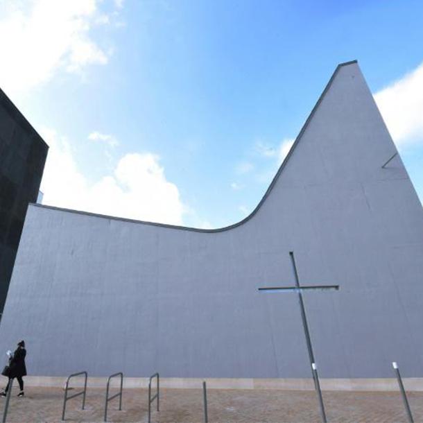 Les nouveaux bâtisseurs d'églises construisent en banlieue