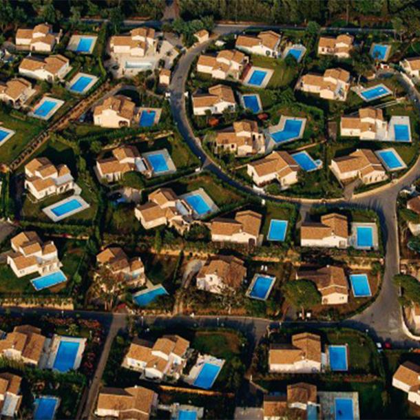 Piscines: les professionnels revoient en hausse le nombre de bassins en France